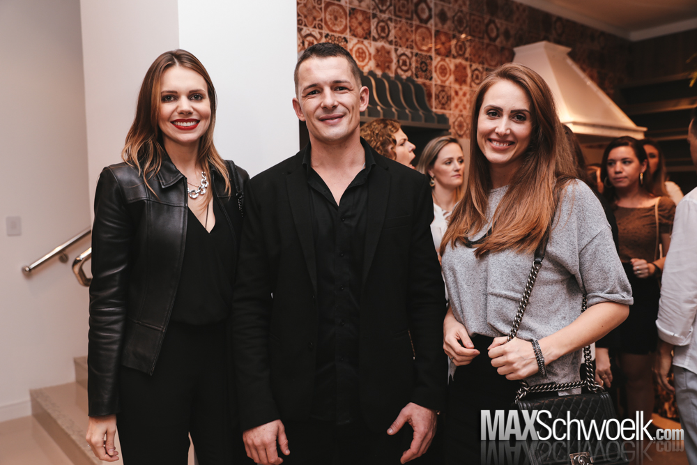 MAX_6116